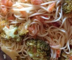 Esparguete com Salmão e Broculos