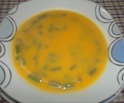 Sopa de cenoura e feijão verde