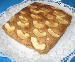 Bolo fofo de aveia, maçã e pão ralado