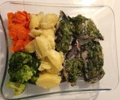 Peixe espada preto ao vapor com batatas, cenouras e broculos