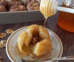 Maçã ao vapor com nozes e mel
