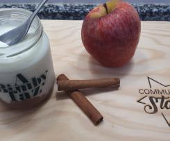 Iogurte de pedaços de maçã com canela
