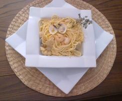 Esparguete carbonara de tamboril, camarão e amêijoa