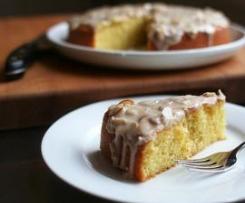 Bolo de Amêndoa e Azeite com Cobertura de Manteiga Dourada