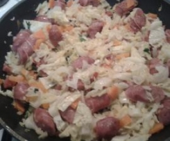 Salteado de legumes com salsichas frescas (ao mesmo tempo que a sopa)