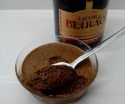 Mousse de chocolate com Licor Beirão