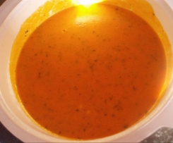Creme de tomate e coentros