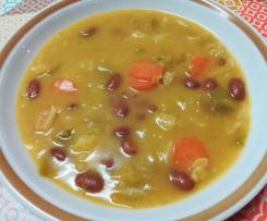 Sopa de feijão com couve lombarda