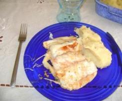 Lombos de Pescada com molho de natas e queijo,acompanhado com puré batatas