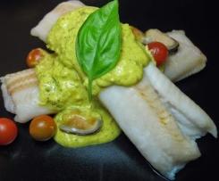 Filetes de peixe com molho de açafrão e mexilhão