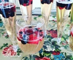 Gelatina de champanhe e frutos vermelhos.