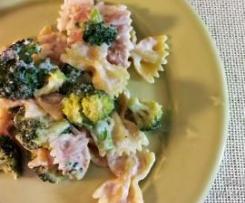 farfalle com brócolos e queijo
