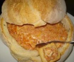 Patê de linguiça em pão alentejano