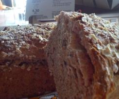 Pão integral com sementes e passas