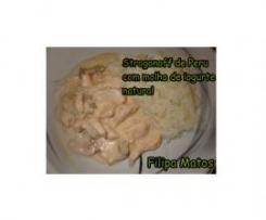 Strogonoff de Perú com molho de iogurte natural e arroz ao vapor