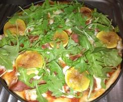 Pizza com presunto, figos e mozarela