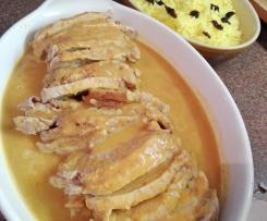 Lombo de porco de especiarias e arroz de açafrão com pedaços de ameixa seca