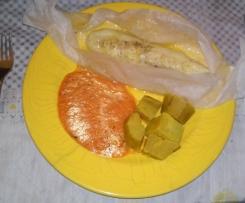 Filetes de peixe gato com molho de tomate e manjericão