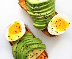 Torradas de Batata Doce com Ovo e Abacate