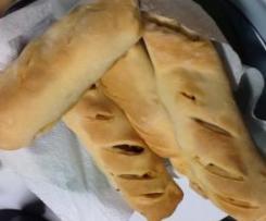Pão com linguiça e orégãos