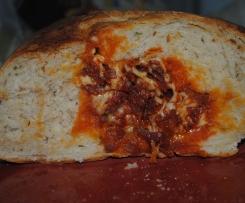 Pão recheado com paio e queijo