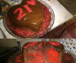 Bolo mármore vermelho com cobertura de chocolate