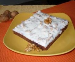 Quadrados de Chocolate e Beterraba com Cobertura de Iogurte, Mel e Nozes