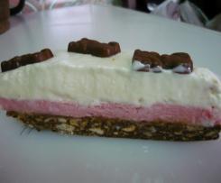 Semifrio de Morango em cama de salame de chocolate