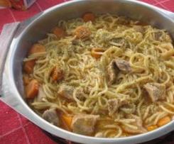 Carne com esparguete