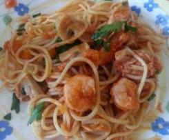 Esparguete com Gambas, Salmão e Cogumelos