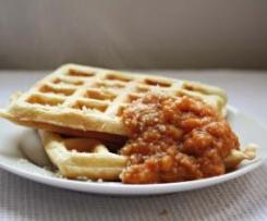 Waffles de Parmesão com Molho de Tomate e Pimentos