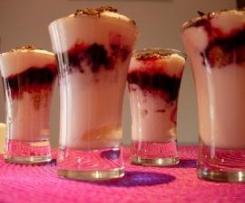Shots Doces de Cereja e Iogurte