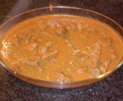 Carne de vaca estufada com puré de batata e cenoura