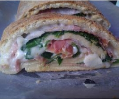 Pizza Enrolada com Mozzarela, Espinafres e Presunto