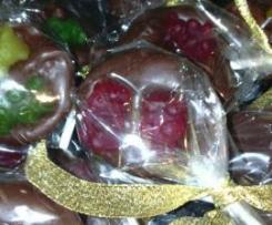 Chupas de chocolate com gomas