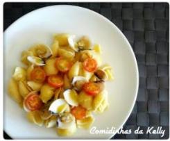 Búzios com amêijoas e tomate cereja
