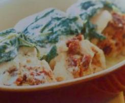 Bifinhos recheados de mozarella e tomate seco com molho de espinafres e iogurte