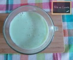 chocolate branco quente aromatizado com menta
