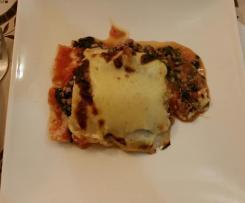 Lasanha de salsicha fresca e espinafrres