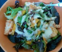 Salada de lagosta fingida com manga e maionese de lima