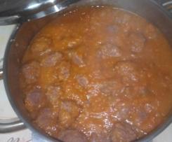 Almôndegas com molho de tomate e cenoura