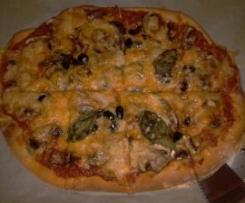 Piza de Cogumelos, Azeitonas e Manjericão (com molho de tomate caseiro)